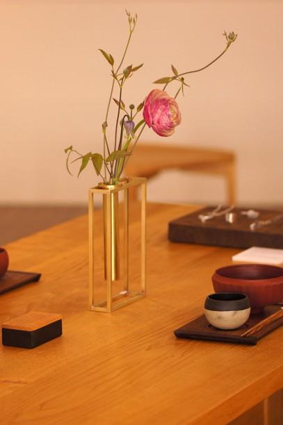 モダンな真鍮花器 brass modern vase